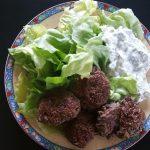 Frikadellen und Salat